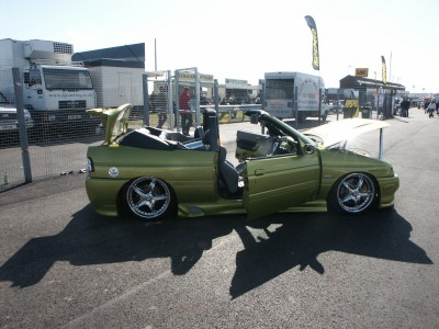 Ford Escort Convertible Chrome Wheels: click to zoom picture.
