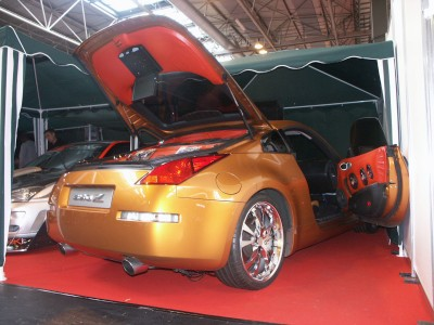 Nissan 350Z Install: click to zoom picture.